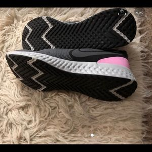 Nike women's size 8 new! Missing tags and box